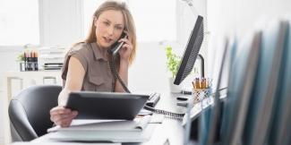 Prosta-praca-w-biurze-przy-telefonie-dla-Pa-w-wieku-35-65-lat